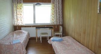 4 Henkilön huone